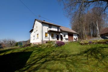 Idyllisch gelegenes Bauernhaus mit landwirtschaftlichen Flächen im Deggenhausertal, 88693 Deggenhausertal / Deggenhausen, Bauernhaus