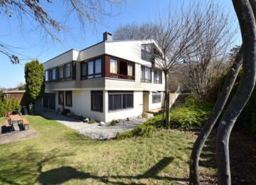 Sonnige Aussichtslage von Weingarten – Zweifamilienhaus auf großem Grundstück, 88250 Weingarten, Zweifamilienhaus