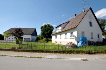 Vielseitiges Doppelhaus mit zwei Wohneinheiten zwischen Ostrach und Pfullendorf, 88356 Ostrach, Zweifamilienhaus