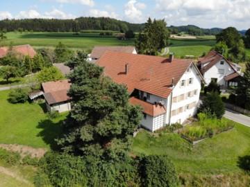 Bauernhaus mit landwirtschaftlichen Flächen in idyllischer Lage von Oberschwaben, 88267 Vogt, Bauernhaus