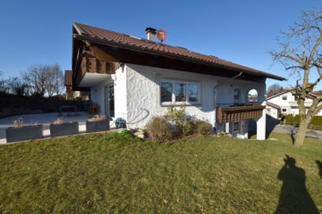 Geschmackvoll saniertes Einfamilienhaus mit ELW zwischen Wangen undIsny, 88260 Argenbühl, Einfamilienhaus