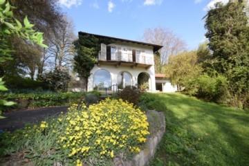 Rarität am Bodensee – Landhaus mit riesigem Gartengrundstück, 88662 Überlingen, Villa