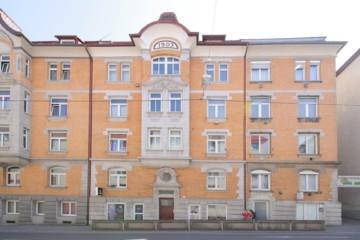 Charmante 2‑Zimmer Wohnung in zentraler Lage von Stuttgart, 70178 Stuttgart, Dachgeschosswohnung