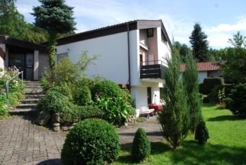 Einfamilienhaus mit wunderbarem, großem Gartengrundstück in Aussichtslage von Weingarten, 88250 Weingarten, Einfamilienhaus