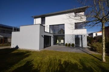 Hochwertig ausgestattetes Einfamilienhaus in Höhenlage bei Ravensburg, 88276 Berg, Einfamilienhaus