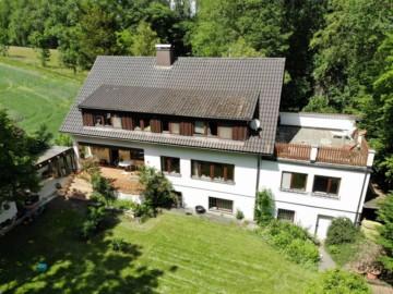 Idyllisch gelegenes Ein-/Zweifamilienhaus mit riesigem Grundstück bei Ravensburg, 88213 Ravensburg, Zweifamilienhaus